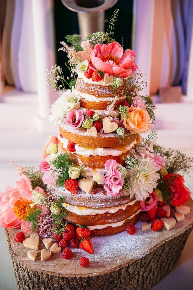 naked Hochzeitstorte gefüllt mit Erdbeeren, Himbeeren und frischer ...