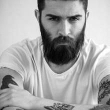 Coole Frisuren für Männer mit dicken Haaren