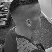 Coole Herren slicked zurück undercut Frisuren