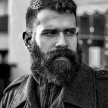 Frisuren, die gehen mit Bärten für Männer