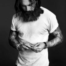 Frisuren für Männer gerade lange Haare Länge mit BART