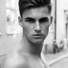 Frisuren für Männer mit dicken Haaren mittlerer Länge