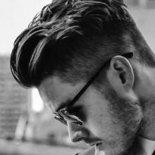 Frisuren für Männer mit dicken welligen Haare