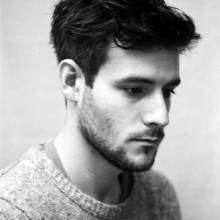 Frisuren für Männer welliges Haar von mittlerer Länge