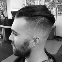 Frisuren für geschorenen Seiten für Männer