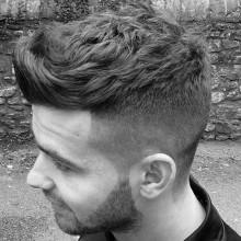 Herren kurze bis mittlere Frisuren für welliges Haar