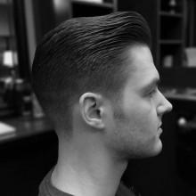 Jungs Kamm über fade Haarschnitt