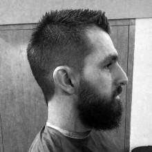 Jungs, kurze Länge, stacheligen Herren fohawk Haarschnitt