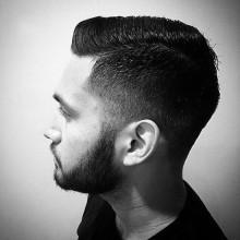 Kamm über fade Haarschnitt für Männer mit niedrigem fade auf Seiten