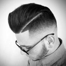 Kamm über mit hartem Teil und Haut-fade-Haarschnitt für Jungs