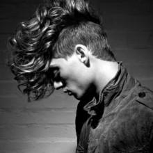 Länge lang lockig fade Haarschnitt undercut