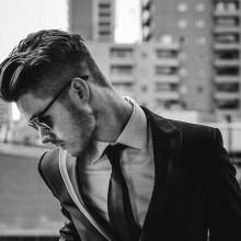 Männer, lange gewellte Haare