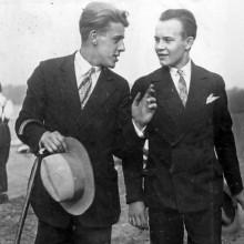Männer mit traditionellen 1930er-Jahre-Haarschnitte