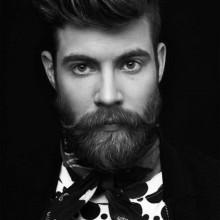 Männlich, kurze bis mittlere Frisuren für welliges Haar mit Bärten