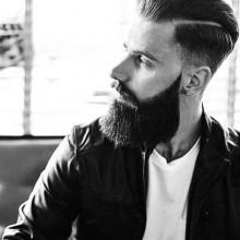 Mann mit einfache schwer Frisur und low fade