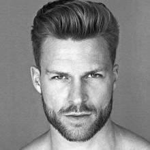 Mann, mit eleganter, moderner Frisur Aussehen