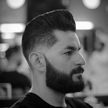 Mann mit kegeliger fade Haarschnitt