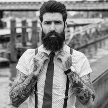 Mann mit klassische pompadour Frisur