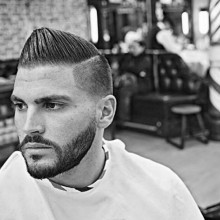 Mann mit niedrigen taper fade haircut