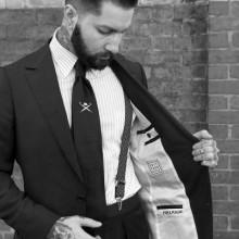 Mann tragen Anzug mit sohpisticated stilvollen Frisur