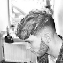 angesagten Jungs kurze Frisur für welliges Haar