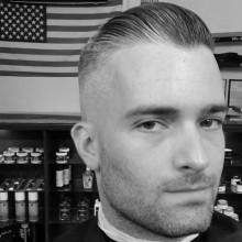 anspruchsvolles Herren-Haar-Kamm über taper fade