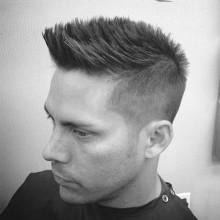 beliebten Herren-faux hawk-fade-Haarschnitt-Ideen