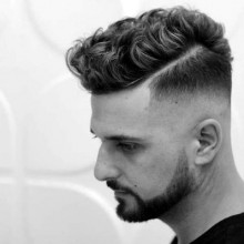 beliebten curly-fade Haarschnitt für Männer mit harter Teil Rasiert im line
