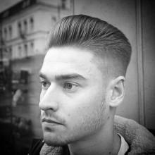 beliebten low taper fade Haarschnitt für Männer