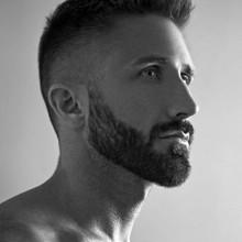 classic mens low fade Haarschnitt mit Spike front