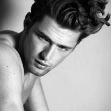 classy Frisuren für langes lockiges Haar für Männer