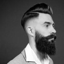 classy old school mens pompadour mit hoher Haut-fade Frisur auf Seiten