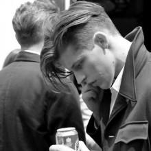 dapper Herren lange Haare undercut geraden