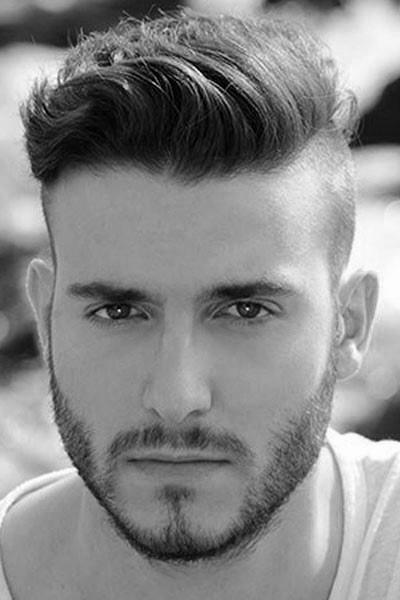 dapper Jungs kurze gewellte Haare, rundes Gesicht | KunsTop.de