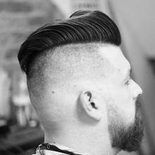 debonair Kamm über Frisuren für Männer rasierten Seiten