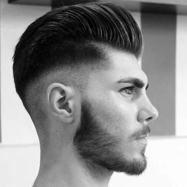 Die Klassische Pompadour Mit Trendigen High Fade Frisuren Fur Manner