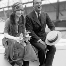 douglas fairbanks mit stilvollen Frisur der 1920er Jahre