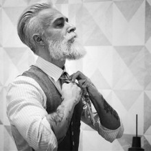 eleganten slicked zurück Frisur für ältere Herren