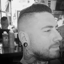 fade Haarschnitt Kamm über für Männer