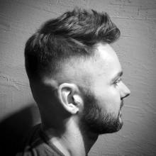 faux hawk-Haut-fade-Haarschnitt für Männer kurze Länge