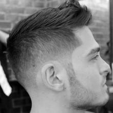 faux hawk Herren kurze Frisur mit taper fade auf Seiten