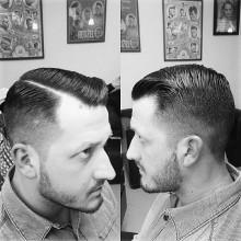 gentleman mit modernen Kamm über haircut