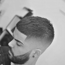 gerade Frisuren für Männer mit kurzen Seite taper fade