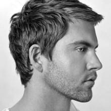 geraden Frisuren Männer