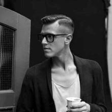 hard fade old-school Haarschnitt für Männer mit niedrigem fade-Seiten