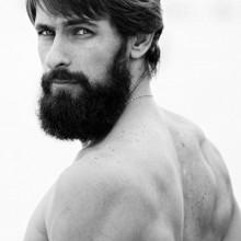 klassische Herren-Frisuren, glattes Haar mit BART