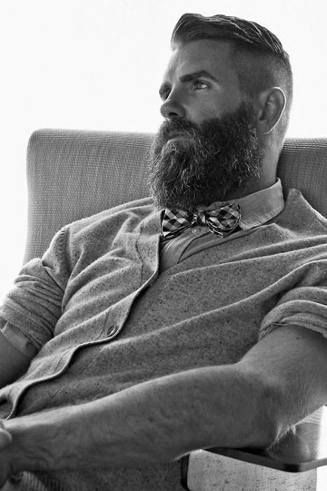 Undercut Mit BART Haarschnitt Für Männer