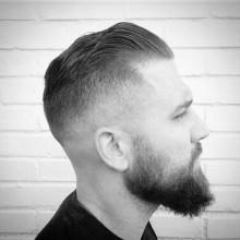 kurze Länge slicked back skin fade Haarschnitt für Männer