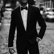 kurze elegante Frisuren für Männer mit formalen Mode-Kleidung