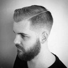 kurzes Länge Herren-Kamm über taper fade haircut